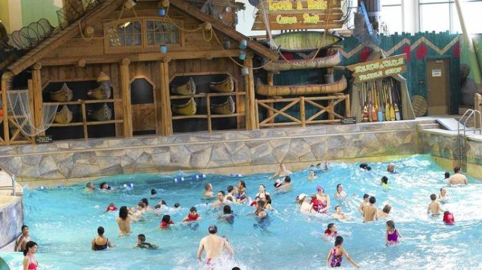Above, the wave pool at the Great Wolf Lodge Pocono Mountains in Pennsylvania. (Great Wolf Resorts Inc.)